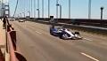 Bolidy IndyCar jadą mostem Golden Gate Bridge